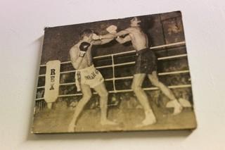 Een oude kickboksfoto.