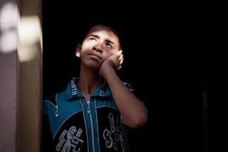 Der 13-jährige Aqeel Qais Saadaldean ist seit einer Bombenexplosion im Mai 2017 zu 60 Prozent hörgeschädigt
