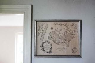 Et gammelt kort over Lolland-Falster hænger på væggen