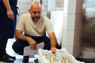 Asta-pesce-fiumicino-lele-controlla-salpe