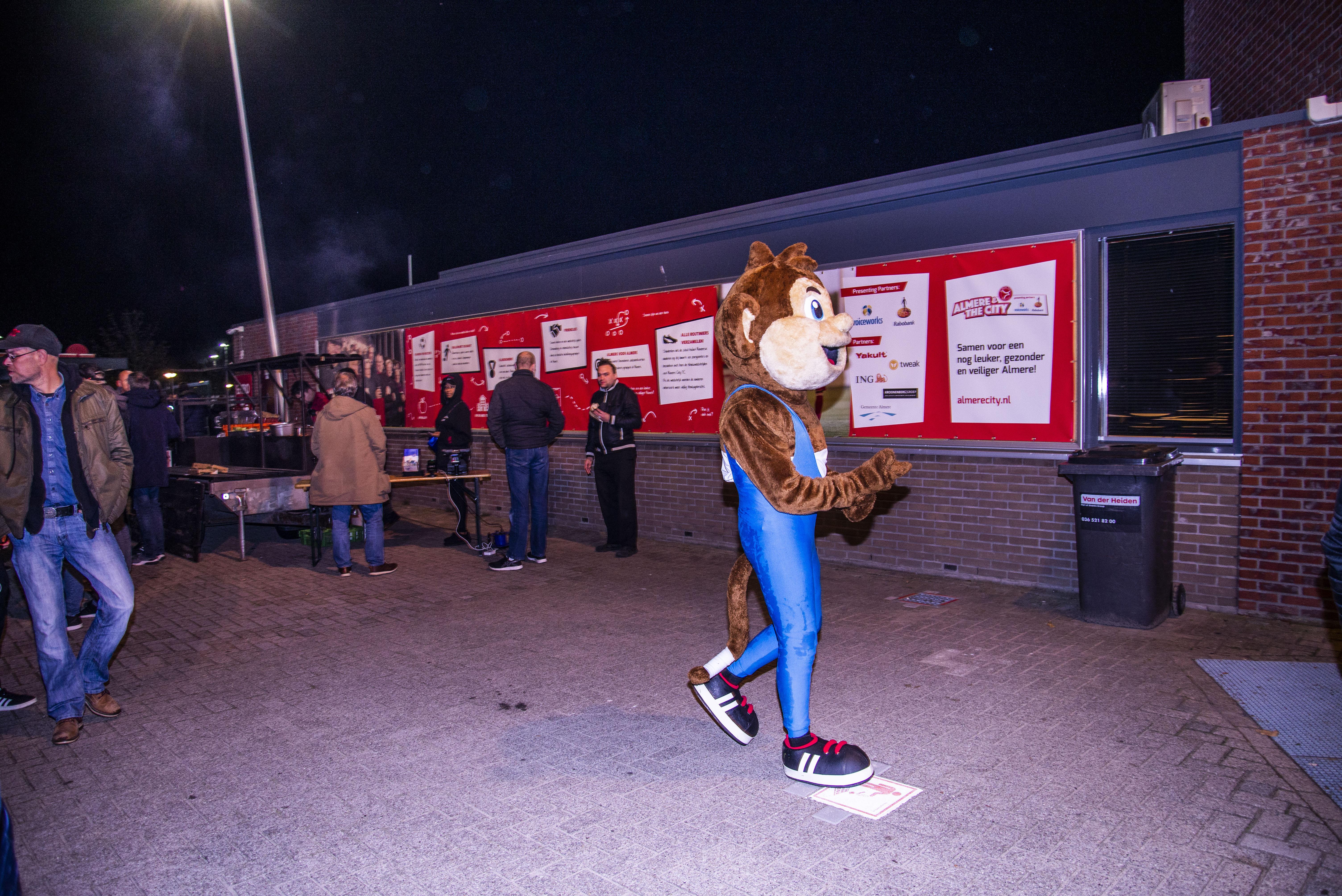 Garage Roos Almere : Een avond met ally de aap de trots van almere vice sports