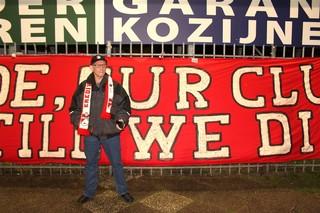Een supporter bij FC Emmen.