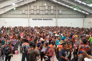 1542222186555-caravana-migrante040418_18