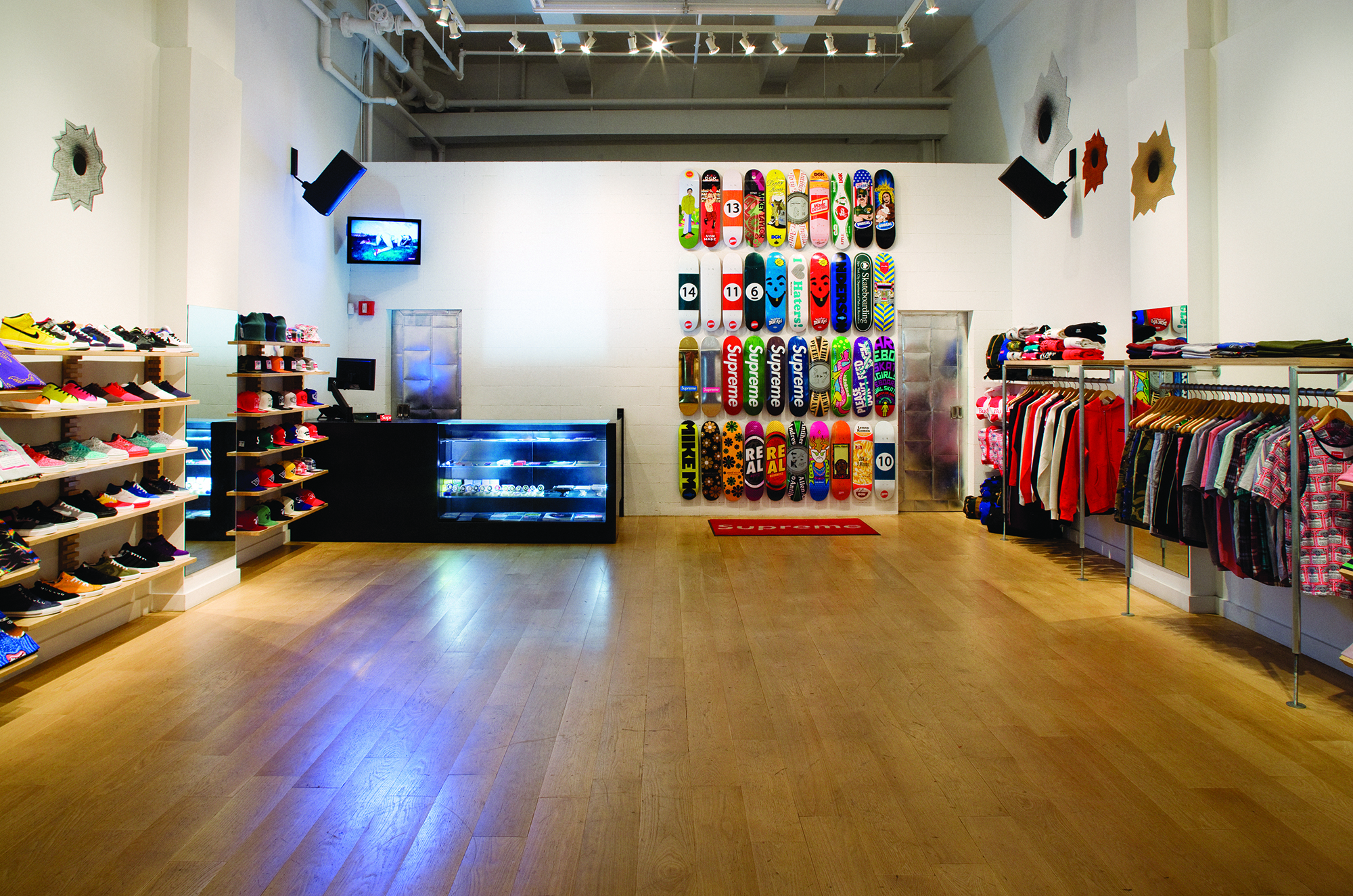 new style faaf0 89096 Almost 25 Years Later, Supreme Is Still a Skate Shop - VICE
