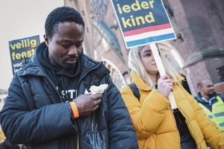 KOZP-pietdemonstranten tijdens de Intocht van Sinterklaas in Eindhoven 2018