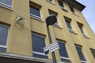 Eine Kamera überblickt den Schulhof einer Schule in Erkenschwick in Nordrhein-Westphalen.