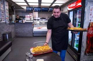 frieten curryworst Cafetaria Jimmy's Super catamaran