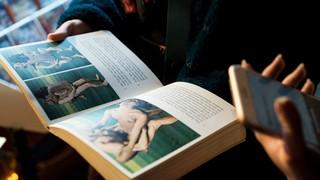 Porno Flohmi in Zürich Buch über Sex Stellungen