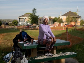 Carolyn Drake photographs a woman sat on a bench