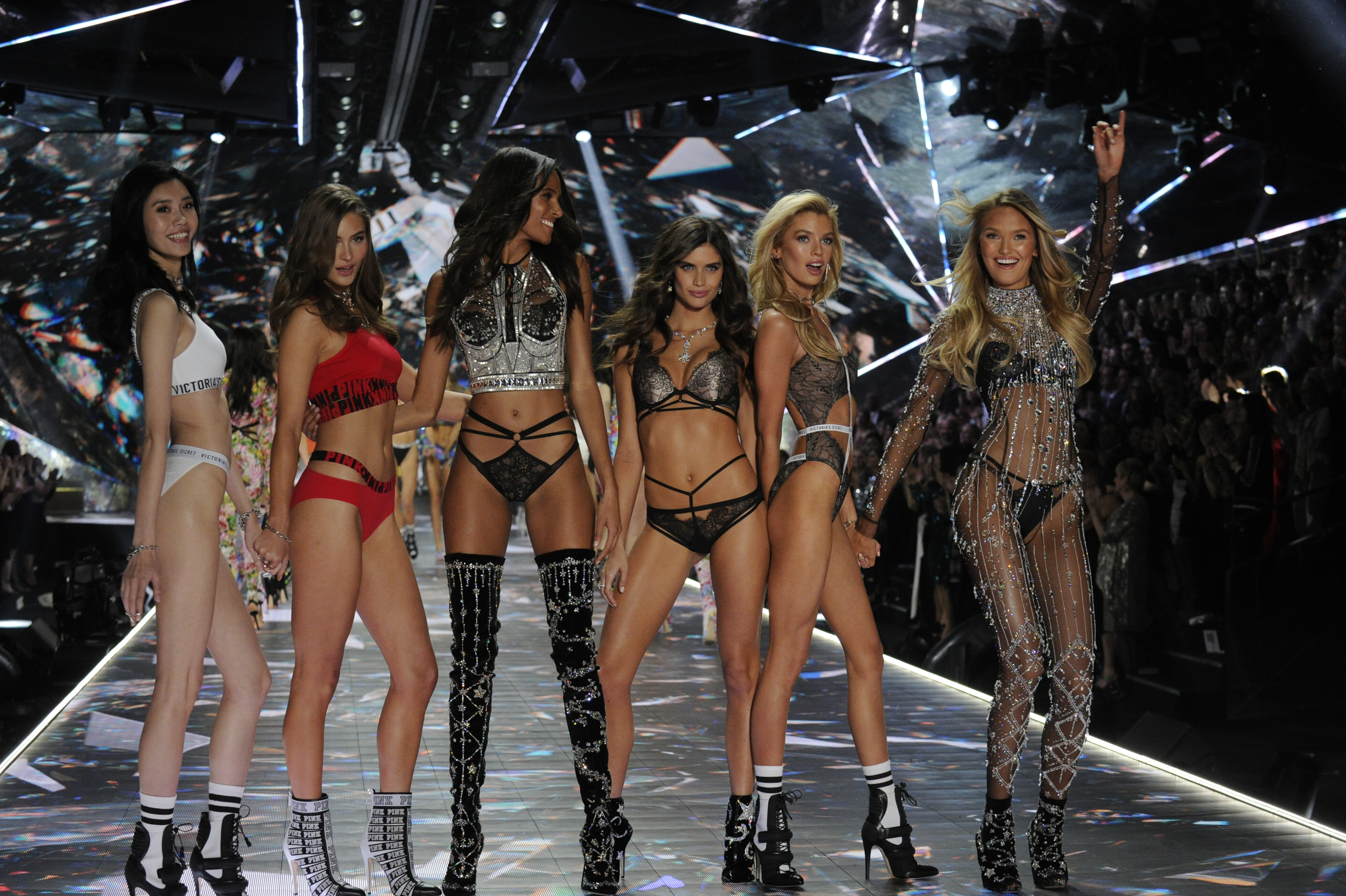 ab7519e4b3861 Why Is Lingerie Suddenly at the Center of Feminist Discourse? - GARAGE