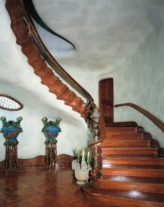 1543345782038-ARC_MASTER_GettyImages-150614070_Staircase_Gaudi_Batllo-House