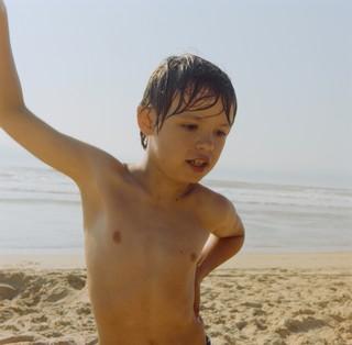 yann faucher photographs a kid at the beach