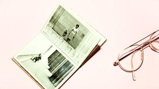 Foto von Buch und Brille