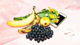 Stillleben mit Obst und Handy