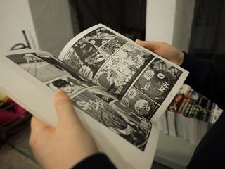 Dete čita strip