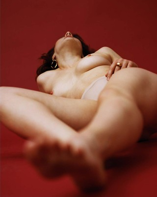felicity ingram shoots a woman lying down naked