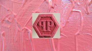 1543585481549-ecstasy-pille-rosa-philipp-plein