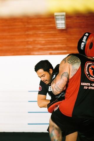 Trainer Neung tijdens een privétraining.