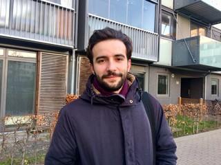 ung mand med skæg
