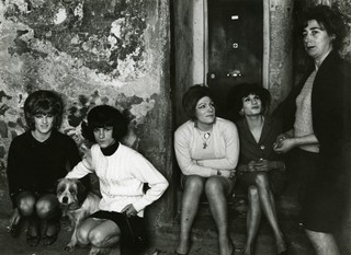 Lisetta Carmi, I travestiti , 1965-1971, courtesy Galleria Martini & Ronchetti.