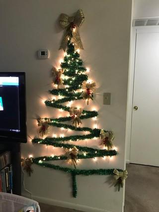 Garland Xmas tree by Reddit user u/venusproxxy
