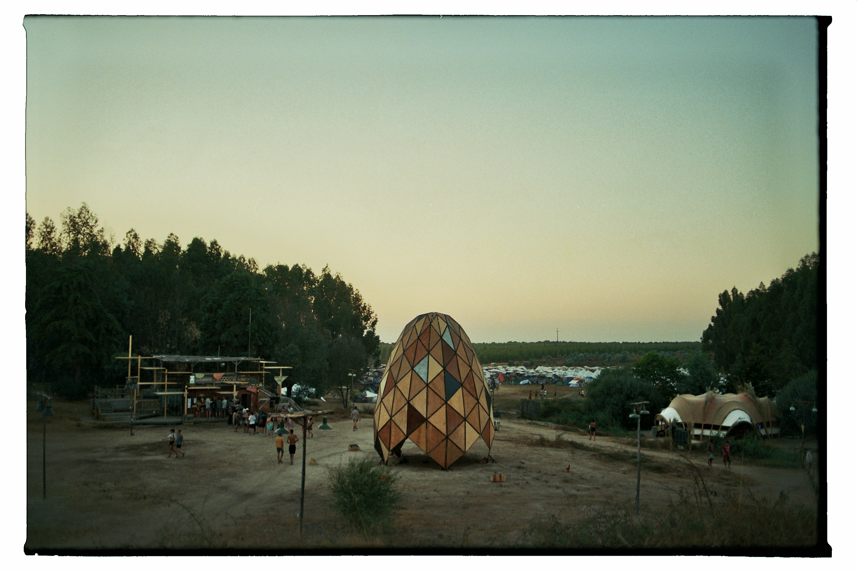waking-life-festival-crato-portugal-constructie-Stephanie-Migerode