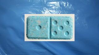 1544784132025-ecstasy_pille_blaue_domino
