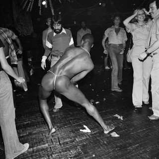 1545166026120-13_1978_04_paradiseGarage_jungleParty_man_back_bendAngle_dance_1500px