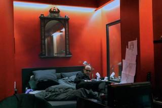 Nicolas Ker sur son lit