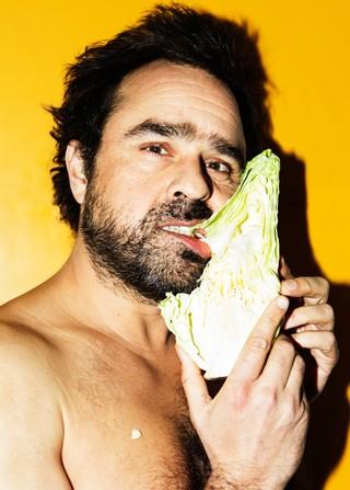 Hassan Preisler spiser et spidskål