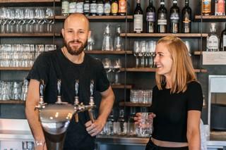 Jonas Käppeli und Corinne Wittinger in ihrem Restaurant Karls Kraut in Luzern