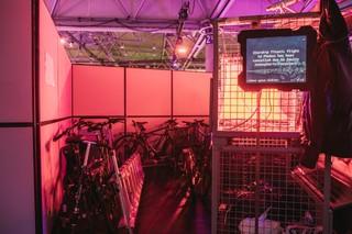 Fahrräder und andere Gefährte auf dem Hacker-Kongress 35C3 in Leipzig.