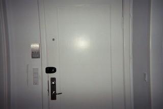 En lukket hoveddør