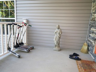 A statue of Jesus on a front porch