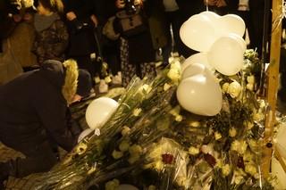 Bloemen en ballonnen ter herdenking