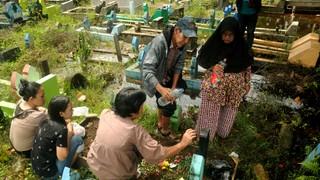 1546856783575-Hae-bersama-keluarga-mengunjungi-makam-Ibu-dan-Saudaranya-di-Pemakaman-Islam-Dadi-Makassar-5