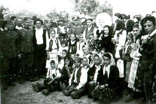 1547029000865-vojnici-Vermahta-dosli-su-kao-gosti-na-svadbu-u-selu-Zarkovu-u-pregradu-Beograda-u-leto-1942-godine-foto-BGajic