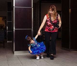 kind-met-moeder-schoonheidswedstrijd-kinderen-anneke-dhollander