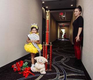 winnares-miss-universal-royalty-schoonheidswedstrijd-kinderen-anneke-dhollander