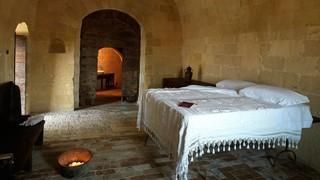 1547653007825-grotta-19-suite-matera