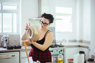 Die Autorin backt einen traditionellen Maiskuchen