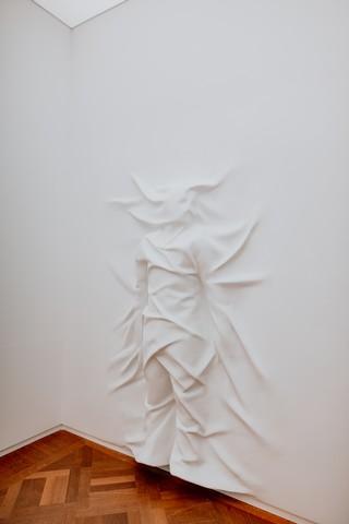 Moco Museum - Daniel Arsham - Hiding Figure