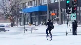 1548088694811-monocycliste