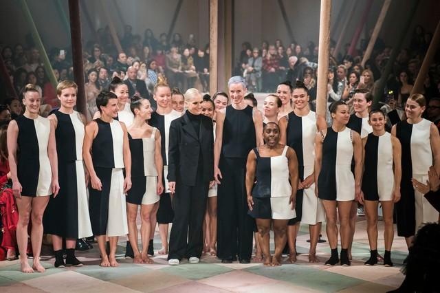2ad50428c9 Christian Dior goes to Haute Couture cirucs
