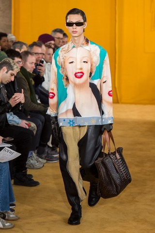 Yang wears Marilyn shirt at Loewe