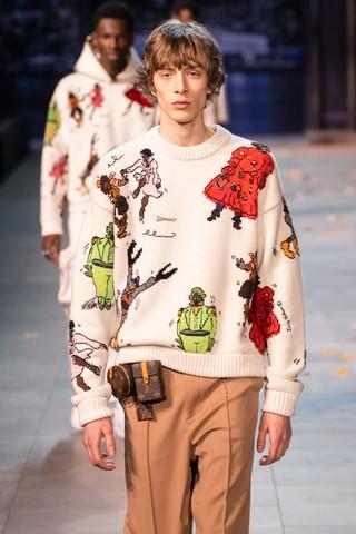 Maikls Mihelson walks Louis Vuitton.