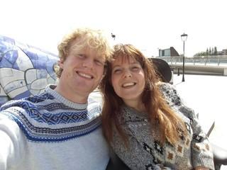 Amber woont in Tilburg en Jos in Terneuzen. Ze zijn recent getrouwd.