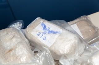 Auf vielen Paketen war das Logo eines Vogels und die Zahl 213 abgedruckt
