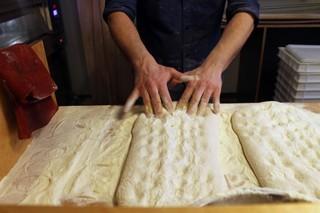 pizza-pala-making-crosta