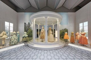 1548861953705-V_A_Christian-Dior-Designer-of-Dreams-exhibition_Historicism-section-c-ADRIEN-DIRAND-5